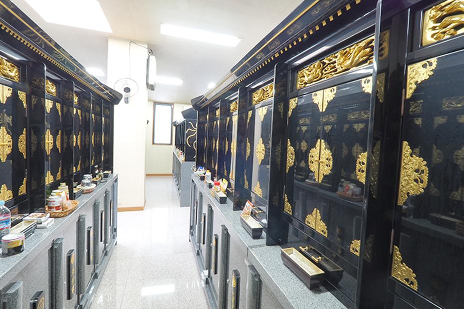 武霊廟の納骨壇
